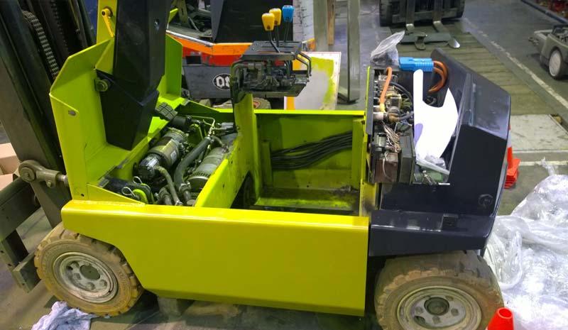 Réparateur de chariot élévateur, entretien et maintenance.